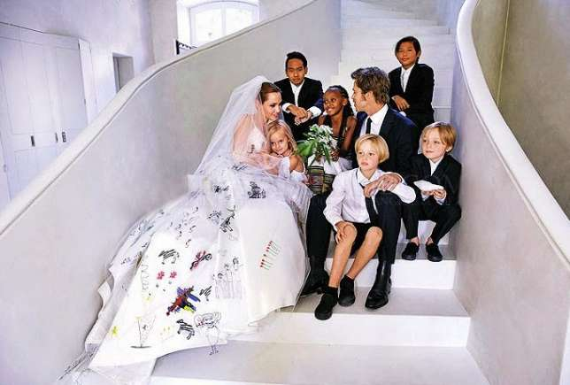 brad-pitt-angelina-jolie-wedding-photo
