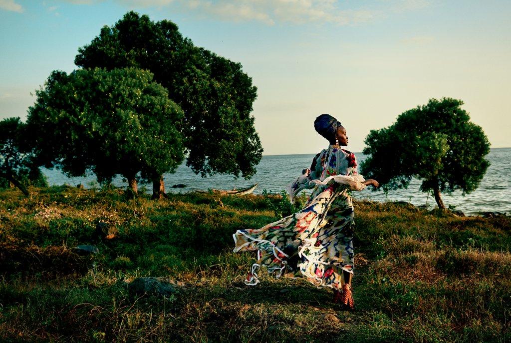 lupita-wears-olowu-silk-coat-skirt-cult-gaia-turban