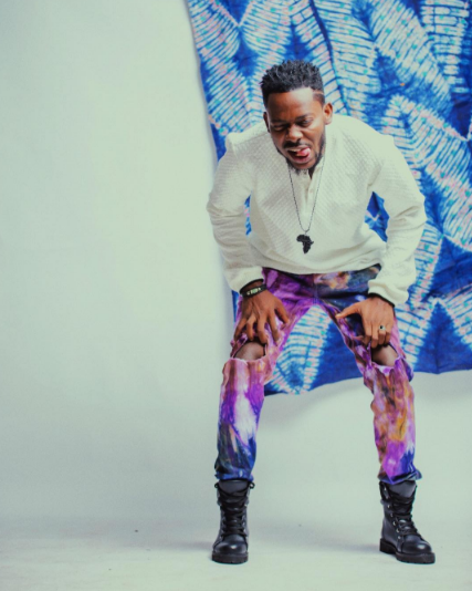 adekunle-gold-is-king-in-ankara-themed-photos6