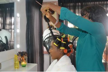 funke-leila-fowler-in-salon