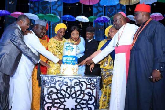 Cutting of the Elfreeda Foundation Cake