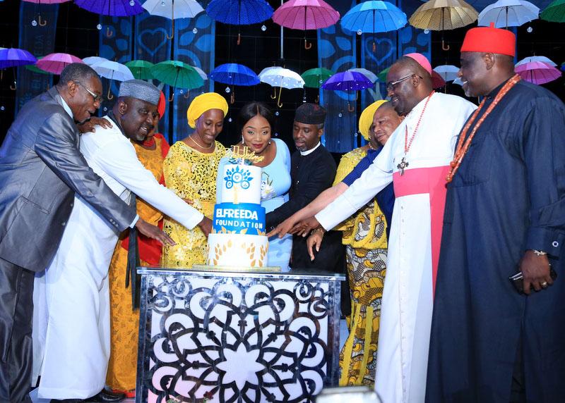 Cutting of the Elfreeda Foundation Cake