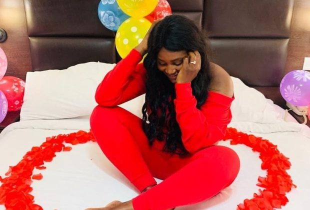 Actress, Chizzy Alichi engaged, flaunts her beautiful ring (Photos)